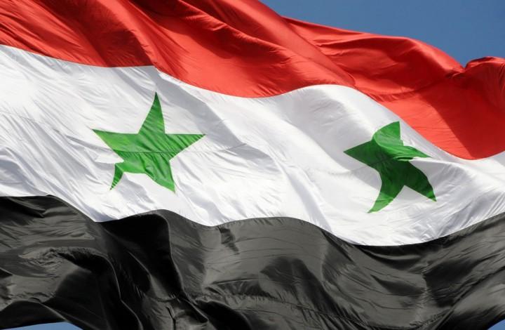 Source: https://upload.wikimedia.org/wikipedia/commons/3/32/The_flag_of_Syrian_Arab_Republic_Damascus,_Syria.jpg