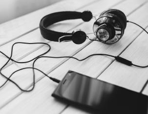 headphones-mobile